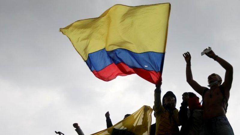 La imagen tiene un atributo ALT vacío; su nombre de archivo es protestas-colombia-1.jpg